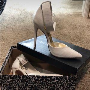 Shoes - White snake skin pointy toe heel